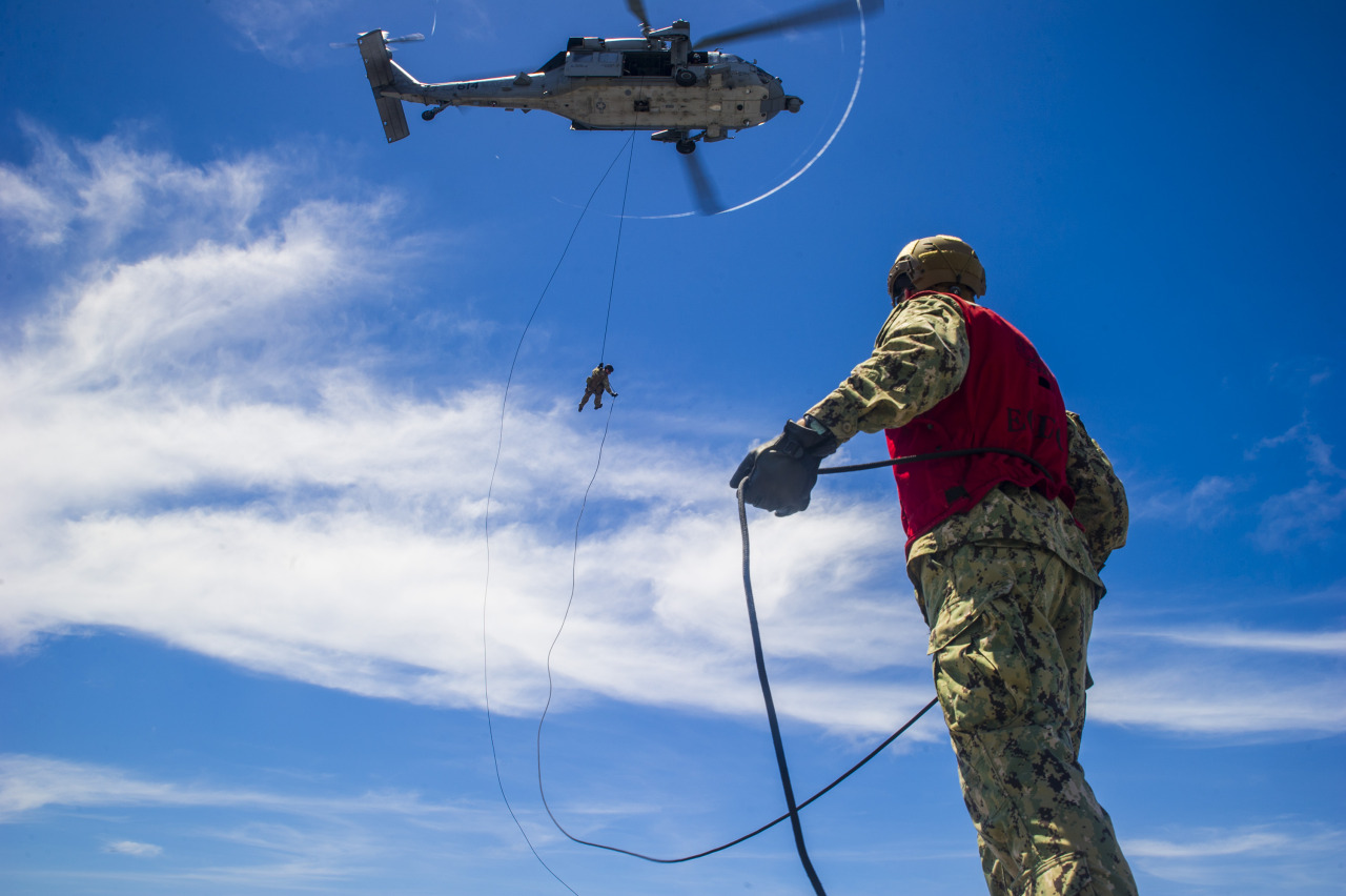 navy-eod-rapelling-gear.jpg